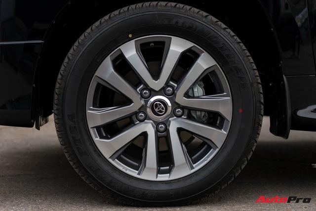 Cận cảnh Toyota Land Cruiser VX.S V8 2021 giá hơn 8 tỷ đồng: Lựa chọn thay thế mẫu Lexus LX 570 cho giới đại gia Việt - Ảnh 4.