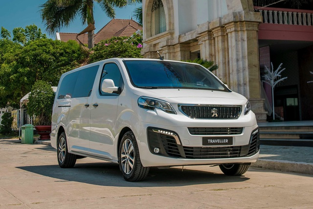 Peugeot Traveller giảm giá 70 triệu đồng còn tiệm cận Kia Sedona, quyết 'vợt' khách những ngày cuối năm - Ảnh 1.