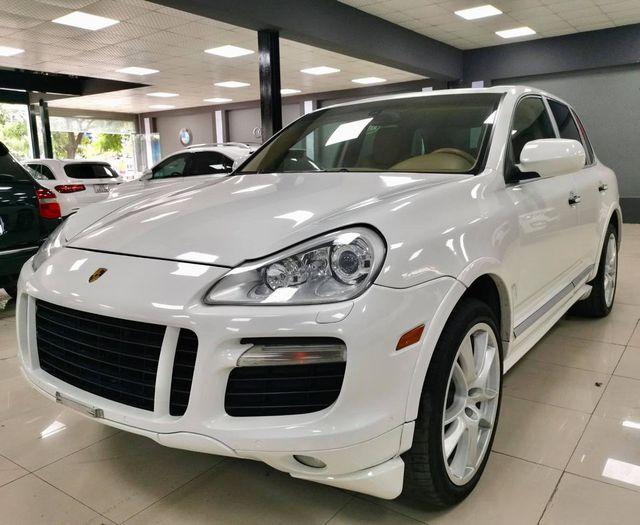 Cán mốc 120.000km, Porsche Cayenne GTS bán lại ngang giá Toyota Corolla Cross bản cao cấp nhất - Ảnh 1.
