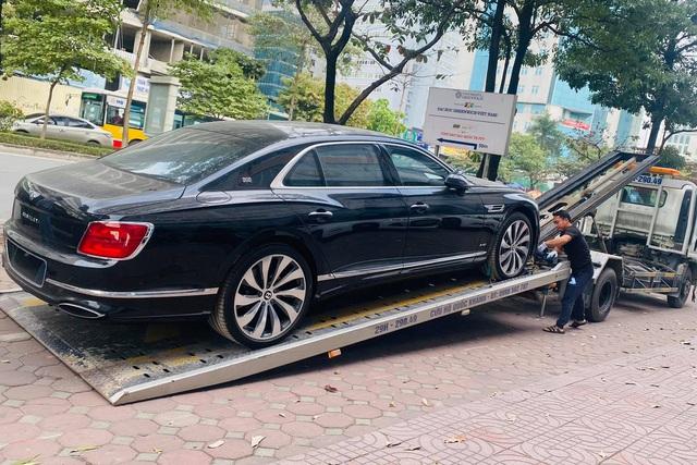 Loạt siêu xe, xe siêu sang hàng trăm tỷ đổ bộ Việt Nam những ngày cuối năm 2020 - Ảnh 5.