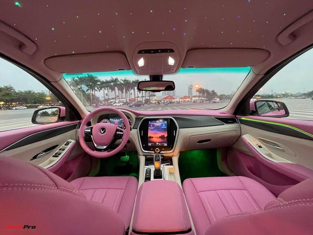 Nữ chủ nhân VinFast Lux A2.0 chi 35 triệu đồng độ nội thất full màu hồng, bầu trời sao độc nhất Việt Nam - Ảnh 1.