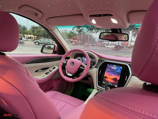 Nữ chủ nhân VinFast Lux A2.0 chi 35 triệu đồng độ nội thất full màu hồng, bầu trời sao độc nhất Việt Nam - Ảnh 2.