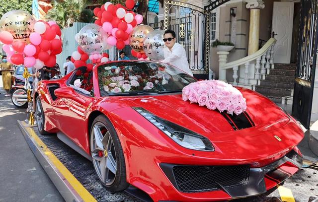 Không phải siêu phẩm Ferrari SF90 Stradale như đồn đoán, đây mới chính xác là chiếc xe doanh nhân Hoàng Kim Khánh tặng vợ - Ảnh 1.