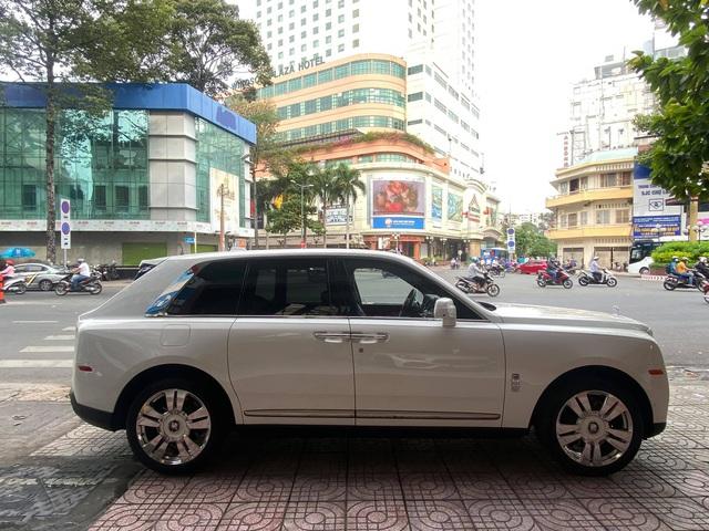Rolls-Royce Cullinan với lai lịch bí ẩn cập bến đại lý tư nhân đình đám số 1 Sài Gòn - Ảnh 3.
