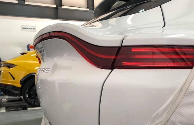 Loạt siêu xe, xe siêu sang hàng trăm tỷ đổ bộ Việt Nam những ngày cuối năm 2020 - Ảnh 7.