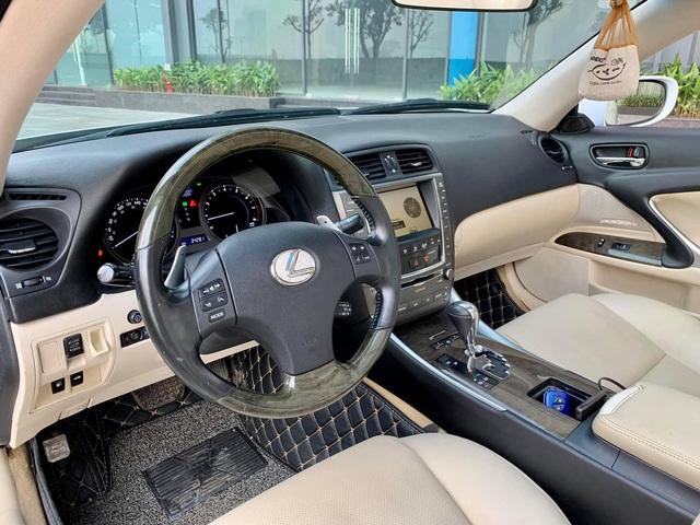 Xe mui trần sang chảnh Lexus IS250C được rao bán với giá hơn 1,1 tỷ đồng sau 10 năm sử dụng - Ảnh 2.