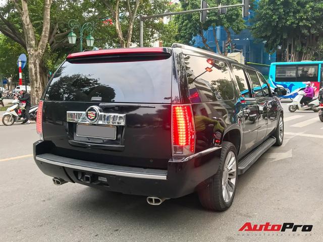 Khủng long Cadillac Escalade ESV XXXL độc nhất Việt Nam lăn bánh trên phố: Dài tận 6,6m, 3 hàng ghế, giá nửa triệu USD - Ảnh 4.