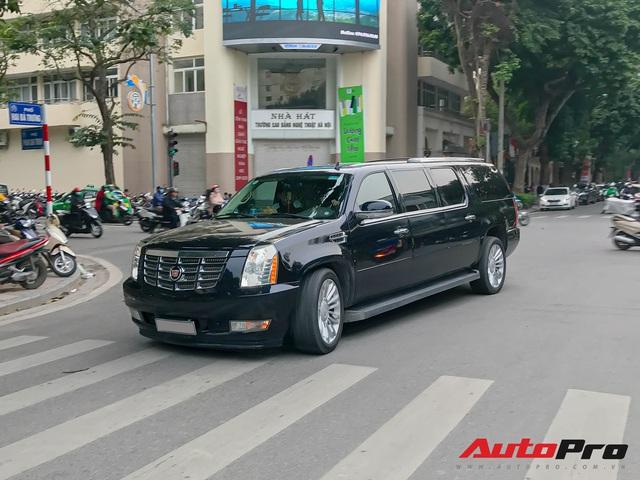 Khủng long Cadillac Escalade ESV XXXL độc nhất Việt Nam lăn bánh trên phố: Dài tận 6,6m, 3 hàng ghế, giá nửa triệu USD - Ảnh 3.