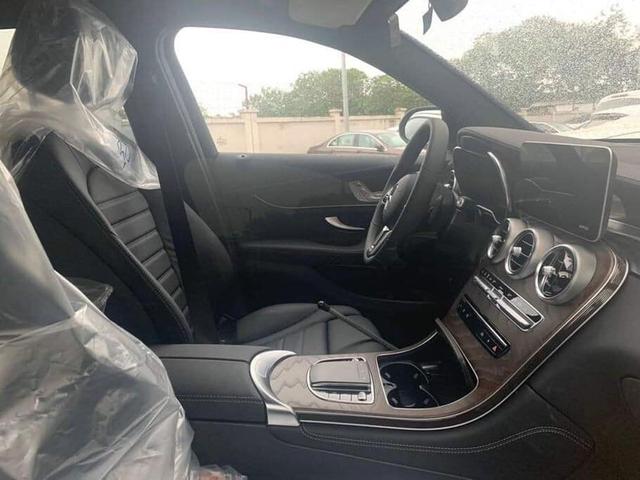 Mercedes-Benz GLC 200 4Matic lắp ráp trong nước lộ diện tại đại lý với nhiều trang bị hiện đại làm khó BMW X3 - Ảnh 2.