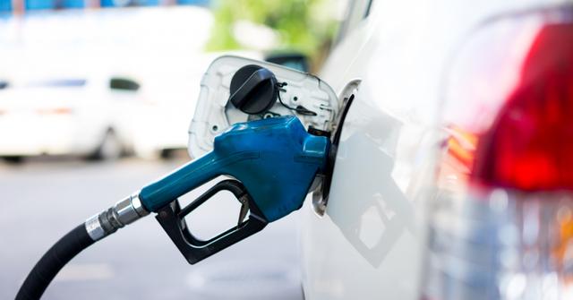 Trạm xăng khiến khách hàng phẫn nộ vì đổ nhầm nhiên liệu gây hỏng hàng chục xe - Ảnh 1.