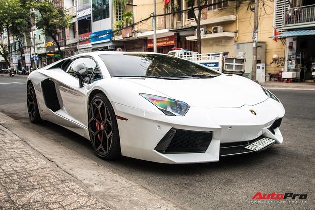 Vừa đón Tết Hà Nội xong, Lamborghini Aventador pô to nhất Việt Nam bất ngờ xuất hiện trên phố Sài Gòn - Ảnh 3.