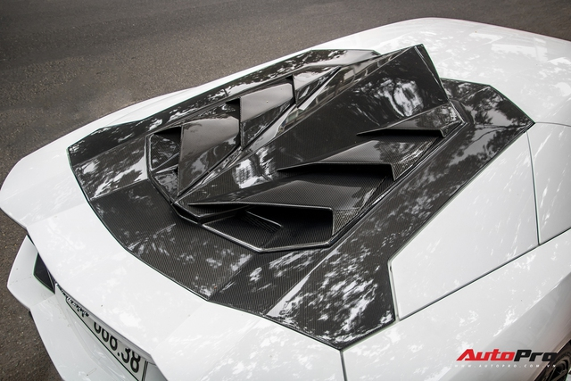 Vừa đón Tết Hà Nội xong, Lamborghini Aventador pô to nhất Việt Nam bất ngờ xuất hiện trên phố Sài Gòn - Ảnh 7.