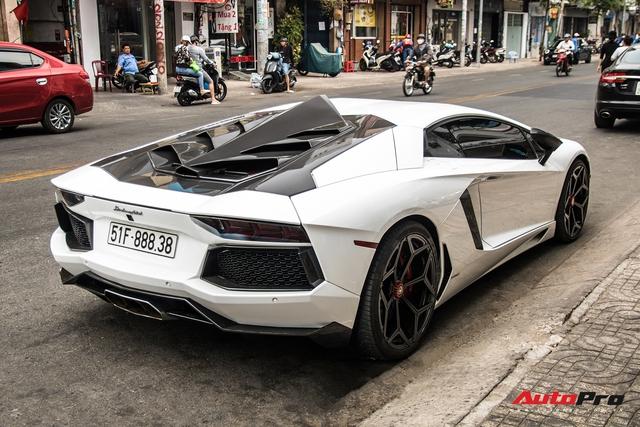 Vừa đón Tết Hà Nội xong, Lamborghini Aventador pô to nhất Việt Nam bất ngờ xuất hiện trên phố Sài Gòn - Ảnh 11.