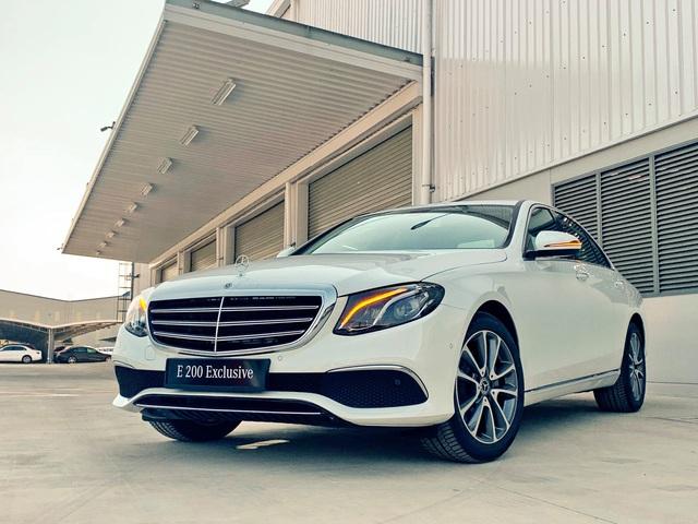 Mercedes-Benz E 200 Exclusive 2020 ra mắt Việt Nam: Giá 2,29 tỷ đồng, chỉ cao hơn 101 triệu đồng so với BMW 3-Series - Ảnh 1.