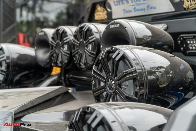Ford Ranger Raptor của dân chơi Sài Gòn gắn dàn âm thanh trị giá 1,8 tỷ - Tiền độ đắt hơn tiền xe - Ảnh 4.