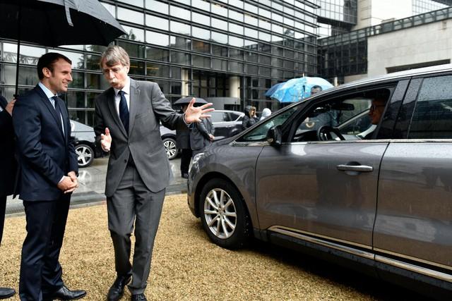 Xe bọc thép dở chứng khi công du, Tổng thống Pháp phải dùng xe thường nhưng nhất quyết chỉ dùng xe quốc dân - Ảnh 1.
