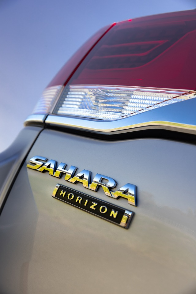 Toyota Land Cruiser ra mắt bản đặc biệt như xe sang, vẫn lười không tung thế hệ mới - Ảnh 5.