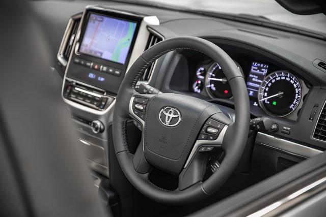 Toyota Land Cruiser ra mắt bản đặc biệt như xe sang, vẫn lười không tung thế hệ mới - Ảnh 2.
