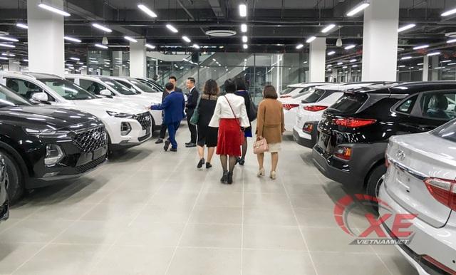 Mở màn năm 2020, thị trường ô tô sụt giảm 50% - Ảnh 2.