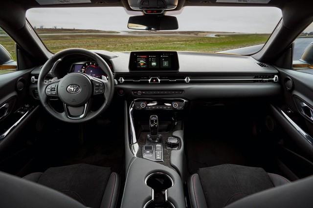 Toyota Supra chính thức ra mắt bản giá rẻ dùng động cơ giống hệt BMW - Ảnh 3.