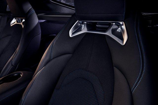 Toyota Supra chính thức ra mắt bản giá rẻ dùng động cơ giống hệt BMW - Ảnh 7.