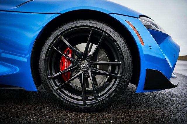 Toyota Supra chính thức ra mắt bản giá rẻ dùng động cơ giống hệt BMW - Ảnh 6.