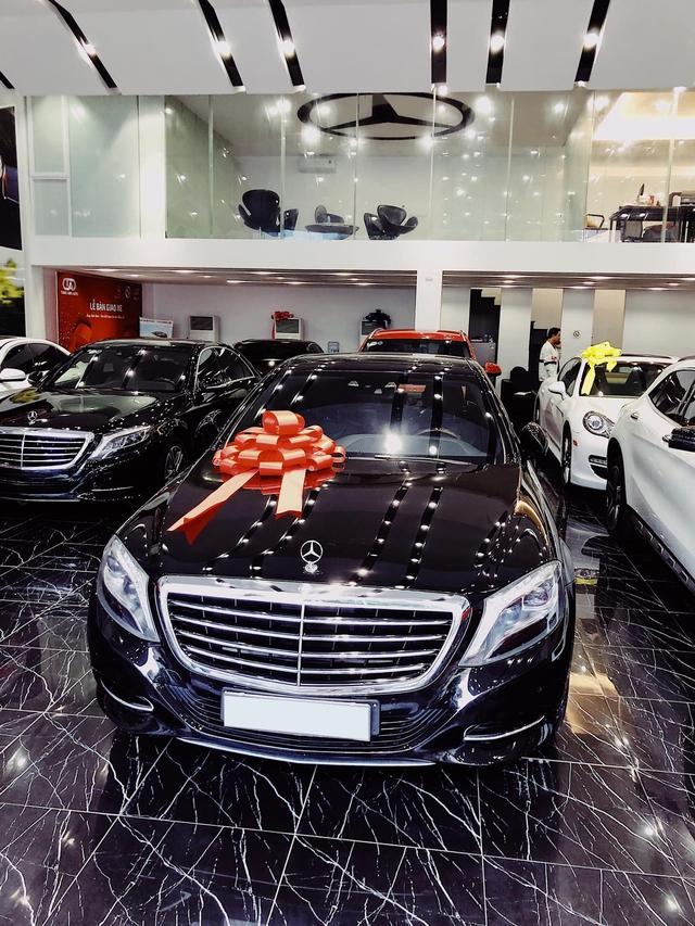 Kỷ niệm 15 năm cuộc hẹn đầu tiên, đại gia Hà Nội chi 2,4 tỷ đồng tậu Mercedes-Benz S 400 tặng vợ ngày Valentine - Ảnh 3.