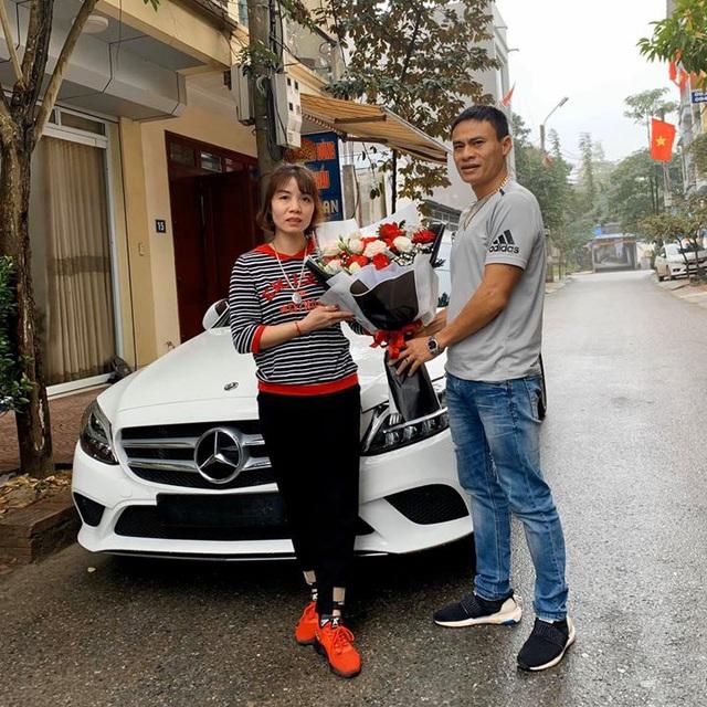 Chồng nhà người ta: Mua Mercedes-Benz C 200 gần 1,5 tỷ tặng vợ dịp Valentine, nhất định chọn màu vợ thích và 'ship' đến tận cửa nhà để tạo bất ngờ - Ảnh 3.