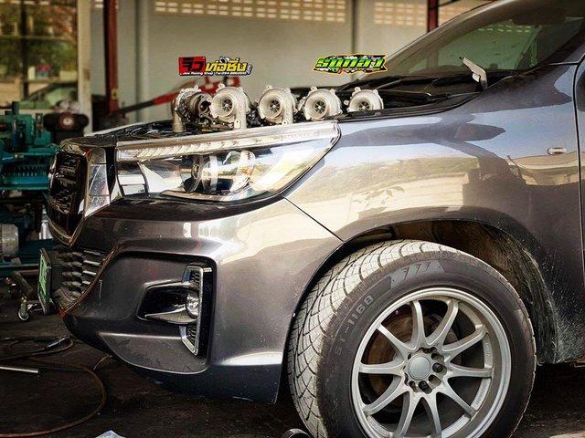 Dân chơi độ Toyota Hilux với 8 turbo, ai nhìn khoang động cơ cũng choáng váng - Ảnh 5.