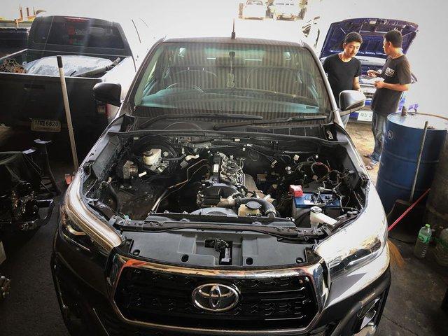 Dân chơi độ Toyota Hilux với 8 turbo, ai nhìn khoang động cơ cũng choáng váng - Ảnh 2.