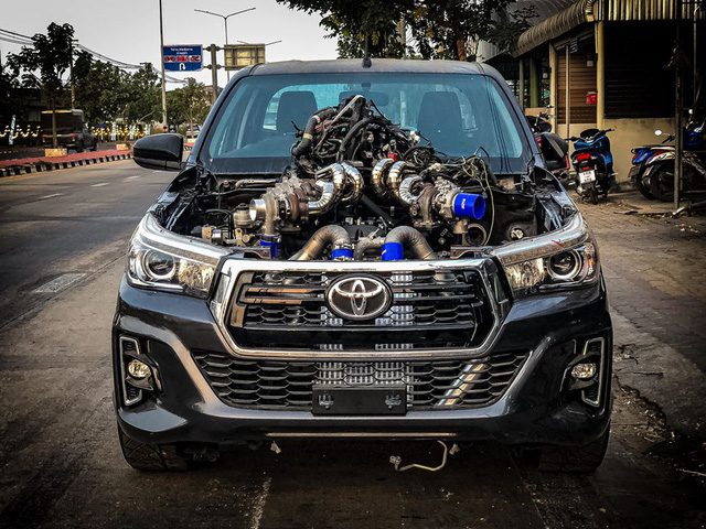 Dân chơi độ Toyota Hilux với 8 turbo, ai nhìn khoang động cơ cũng choáng váng - Ảnh 6.