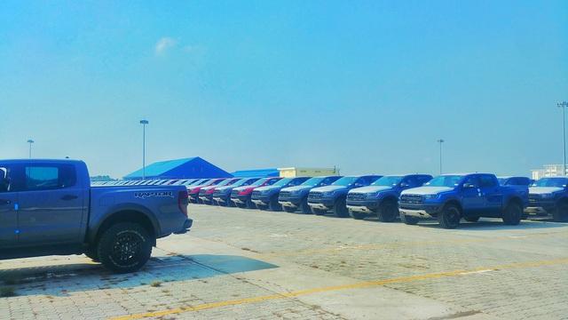 Lô hàng Ford Ranger Raptor 2020 đầu tiên về Việt Nam: Thêm phanh tự động, cảnh báo va chạm, hỗ trợ giữ làn đường - Ảnh 1.