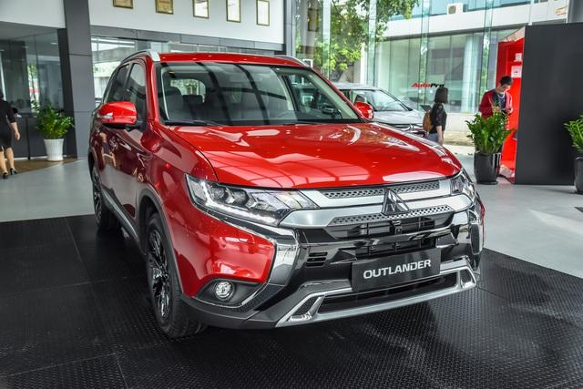 Ra mắt Mitsubishi Outlander 2020 tại Việt Nam: Thêm nhiều công nghệ, giá từ 825 triệu đồng 'rẻ' hơn Honda CR-V và Mazda CX-5 - Ảnh 1.