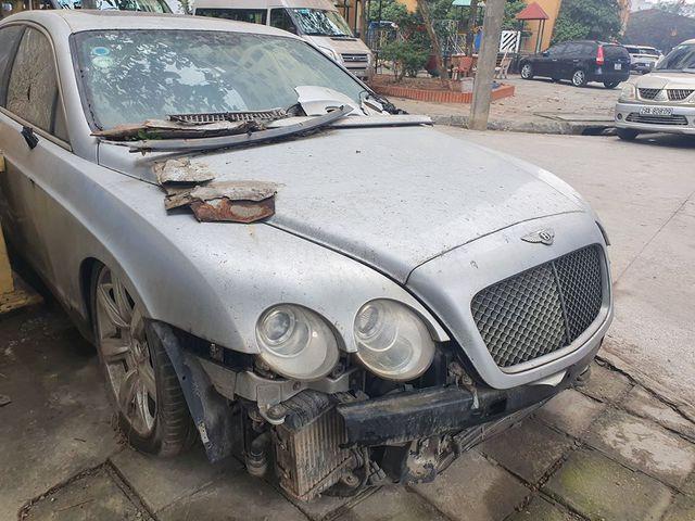 'Siêu phẩm' một thời Bentley Continental xuất hiện trên phố Hà Nội trong tình trạng vỡ nát, vài chi tiết còn sót lại gây ngạc nhiên - Ảnh 1.