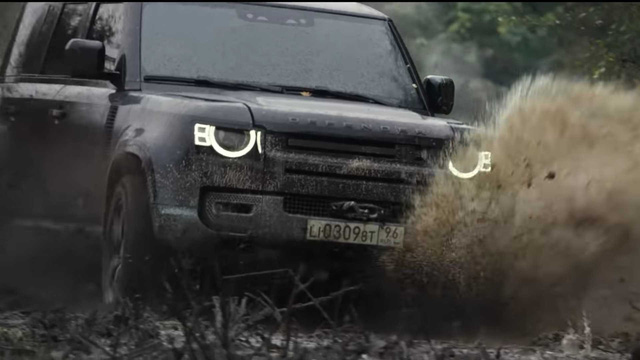 Land Rover Defender 2020 bay lượn như chim trong trailer mới của phim 007 - Ảnh 3.