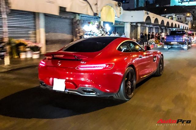 Mercedes-AMG GT S màu đỏ từng của doanh nhân Nguyễn Quốc Cường bất ngờ xuất hiện trên phố Sài Gòn - Ảnh 5.