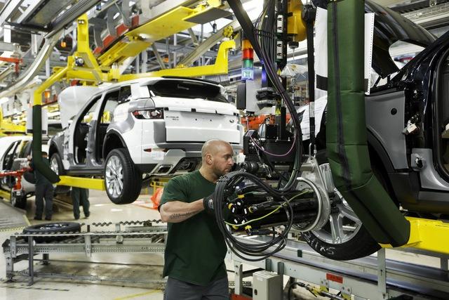 Vừa phục hồi, doanh số Jaguar Land Rover lại tụt không phanh vì COVID-19 - Ảnh 1.