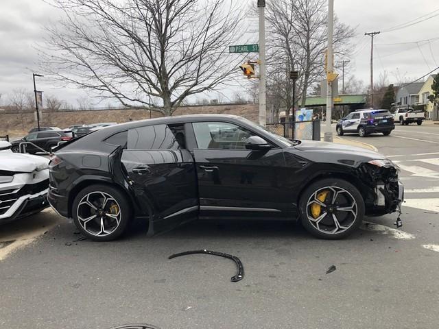 Trộm ăn cắp xế hộp giá 200 ngàn đô, bỏ qua siêu xe Porsche 1,4 triệu đô bên cạnh - Ảnh 2.