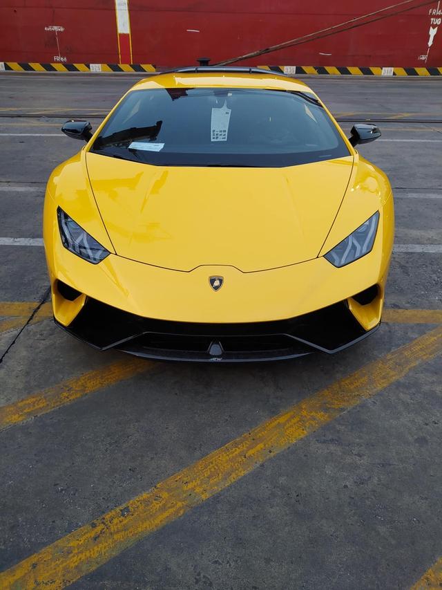 Lamborghini Huracan Performante đầu tiên cập cảng Việt Nam với giá đồn đoán hơn 33 tỷ đồng - Ảnh 1.