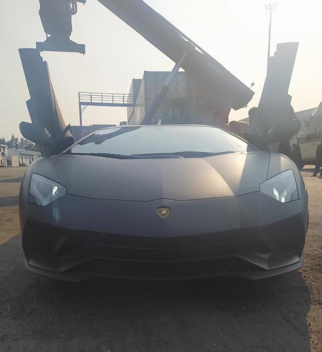 Lamborghini Aventador S thứ hai về Việt Nam, phá vỡ thế độc tôn của đại gia Hoàng Kim Khánh - Ảnh 1.