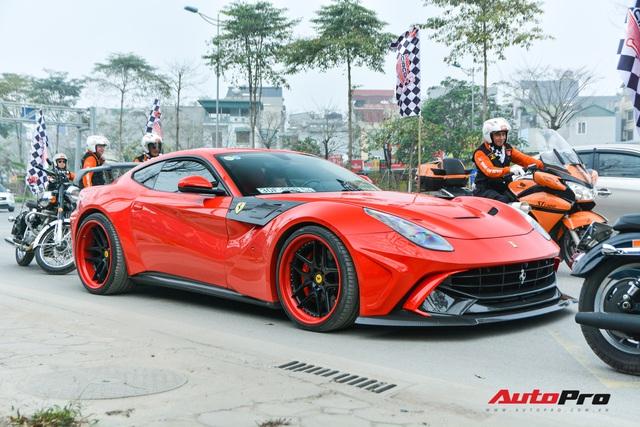 Ferrari F12 Berlinetta hộ tống xe đua F1 cùng dàn mô tô diễu hành vòng quanh Thủ đô Hà Nội - Ảnh 7.