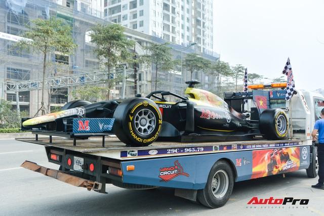 Ferrari F12 Berlinetta hộ tống xe đua F1 cùng dàn mô tô diễu hành vòng quanh Thủ đô Hà Nội - Ảnh 4.