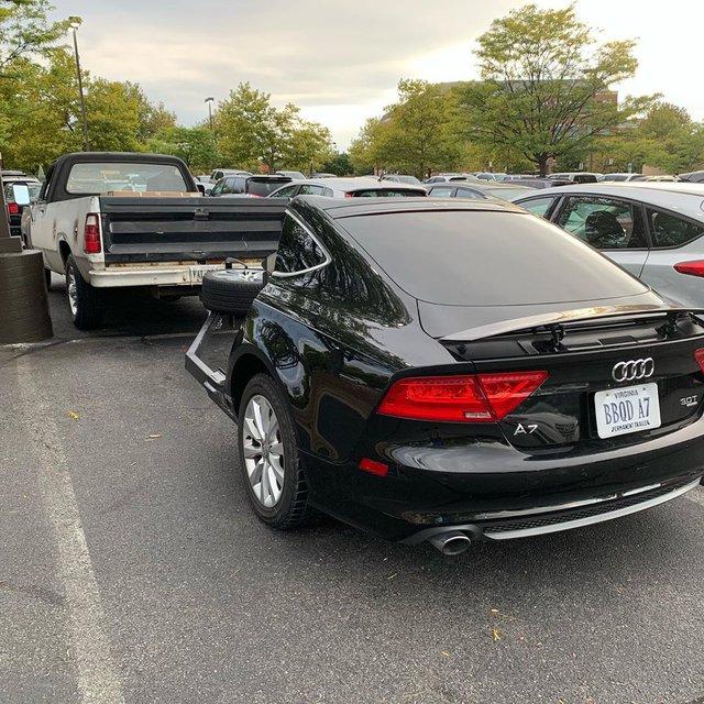 Tay chơi xẻ đôi chiếc Audi A7 chỉ để làm xe kéo chở bếp nướng thịt - Ảnh 1.