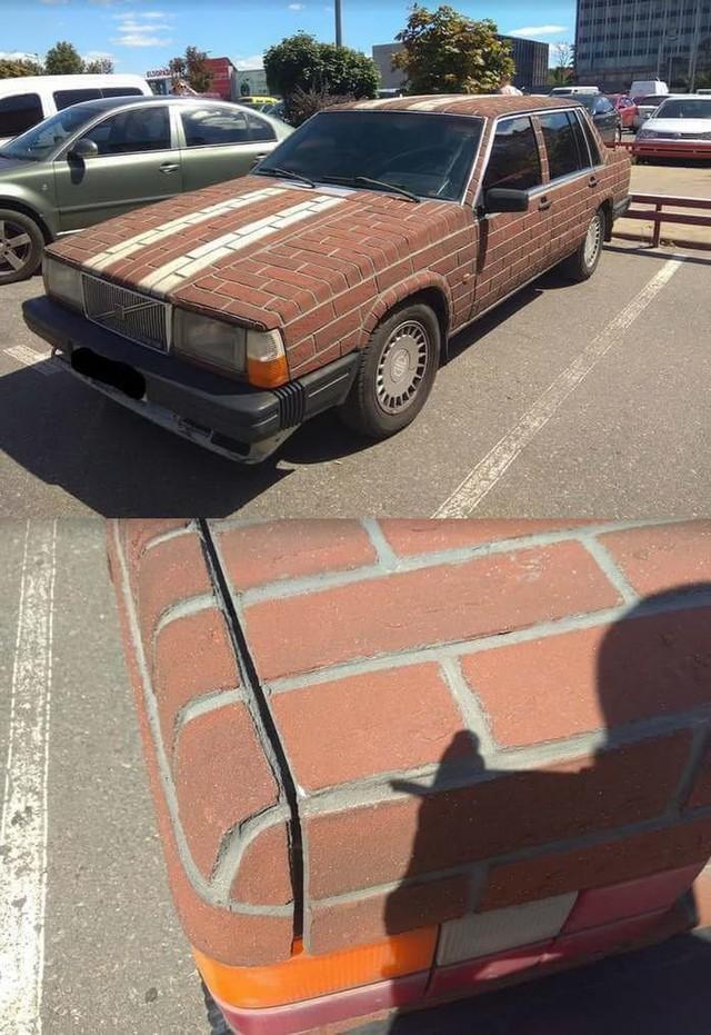 Nếu đã chán sơn đi sơn lại, bạn hãy thử cách chủ xe Volvo dưới đây trang hoàng lại xế cổ của mình - Ảnh 1.