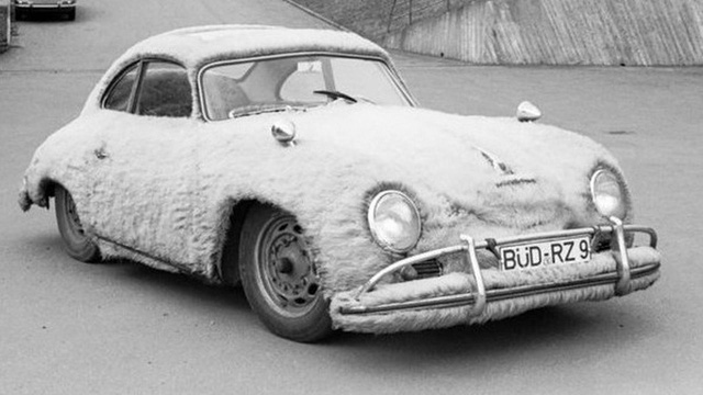 Đỉnh cao 'móc túi' người dùng: In vân tay lên nắp capo Porsche 911 mất gần 200 triệu đồng để khẳng định chủ quyền - Ảnh 1.