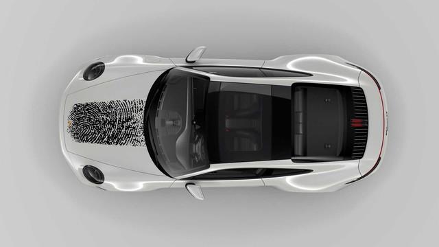 Đỉnh cao 'móc túi' người dùng: In vân tay lên nắp capo Porsche 911 mất gần 200 triệu đồng để khẳng định chủ quyền - Ảnh 4.