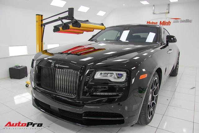 Sở hữu Rolls-Royce Wraith Black Badge đầu tiên Việt Nam nhưng chỉ chạy 4.000 km, đại gia Hà Nội bán xe với giá hơn 10 tỷ đồng - Ảnh 1.