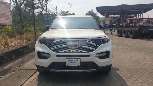 Ford Explorer thế hệ mới bất ngờ xuất hiện tại Việt Nam, chào bán với giá ngất ngưởng 4,4 tỷ đồng - Ảnh 1.