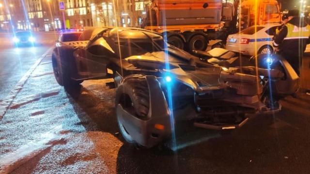 Không phải có tiền là có tất cả, siêu xe Batmobile triệu USD bị cảnh sát tịch thu vì lý do bất đắc dĩ - Ảnh 1.