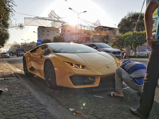 Lamborghini Huracan của đại gia Cần Thơ 'nằm đường' gây tò mò, sự thật khiến ai nấy đều 'thở phào' nhẹ nhõm - Ảnh 1.